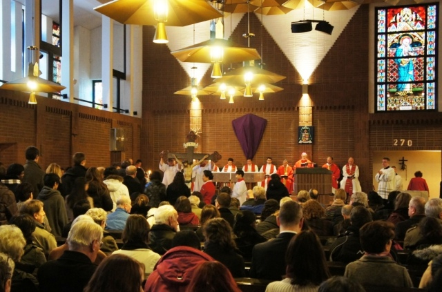 långfredagsliturgi katolska domkyrkan