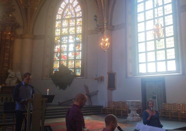 Förbönsgudstjänsten i S:ta Clara kyrka på morgonen leddes av Patrik Sandberg