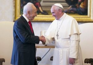 Pope Francis greets Israeli President Peres during private meeting at Vatican