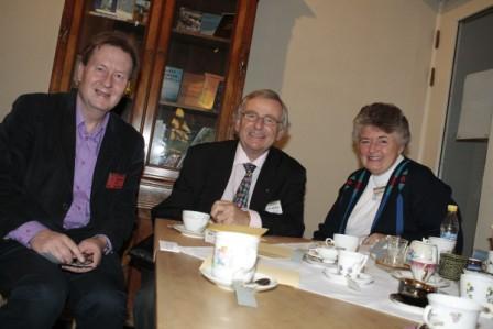Undertecknad med Charles och Sue Whitehead vid karismatisk konferens i Stockholm 2010