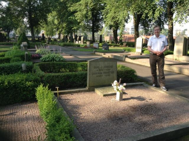 Genom släktforskningskontakter i USA hittade jag till släktgrav på S:t Elinsk kyrkogård i Gävle: Min gamlemorfars moster och kusin ligger här.