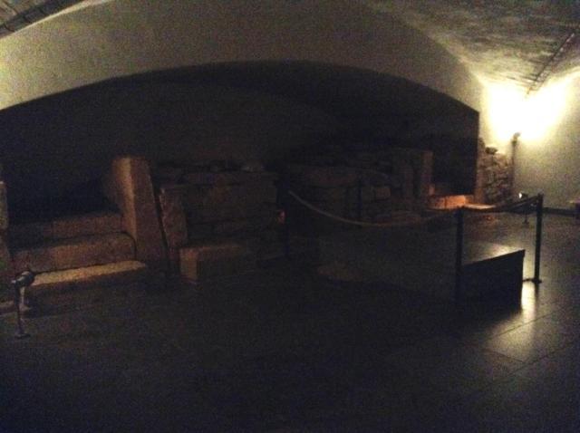 I kryptan i Skara domkyrka kan man se delar av den allra äldsta delen av den gotiska medeltidskyrkan.