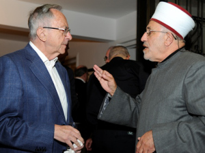 Ambassador Moshe Arens, former Israeli ambassador to the U.S., speaks with Sheik Abdulsalam Manasra during an interfaith Thanksgiving dinner sponsored by U.S. Embassy in Tel Aviv Nov. 20. (CNS/David Azagury)