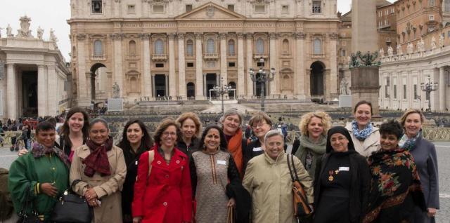 Deltagare i söndagens Voices of Faith-konferens på Petersplatsen i Rom