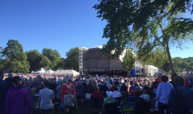 DN´s utomhuskonsert med Stockholmsfilharmonikerna firade i år 40-årsjubileum. 40.000 kom till konserten vid Sjöhistoriska museet, bland dem jag. En härlig kulturupplevelse.